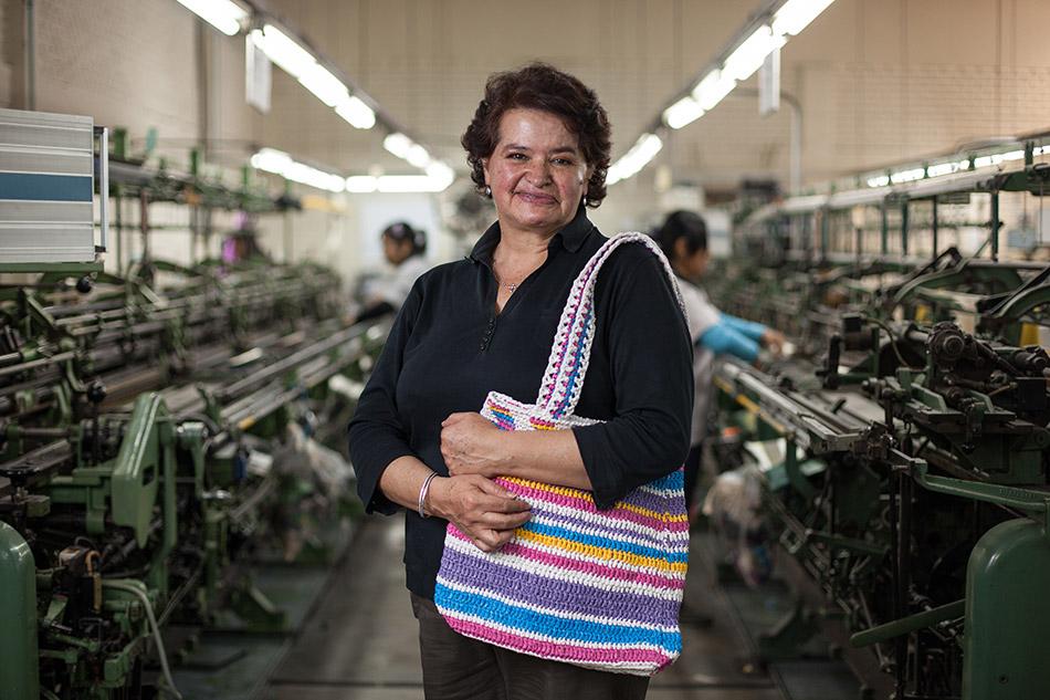 textile-worker-peru